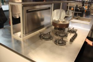 Complex-stainless-steel-with-integrated-cooktop